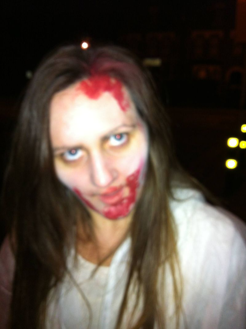 Amy as a zombie in 2.8 hours later