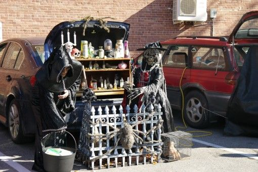 Elaborate decorations for trunk-or-treating